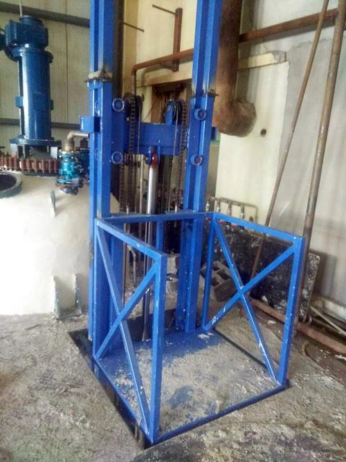 3台导轨式液压升降货梯在辽宁锦州安装完成图片